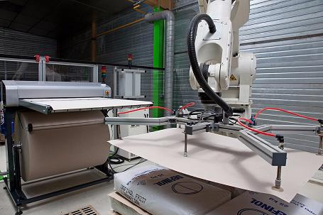 Stroj pro automatický řez proložek